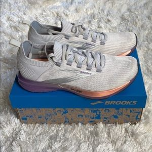 Brooks Shoes - Brooks Running Shoes 👟 ⭐️